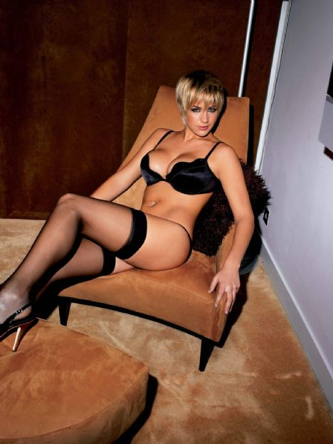 Gemma Atkinson Tüm dikkati silikonlu göğüslerinde toplamaya çalıştığını çünkü bunun dışında bir çekiciliği olmadığı belirtiliyor.